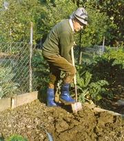 Затачиваем садовый инвентарь.